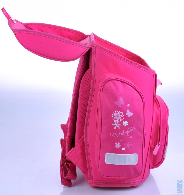 Velmi atraktivní a kvalitní batoh pro malé školačky (zvláště na 1. stupeň).  Tato dívčí aktovka a všechny její doplňky jsou precizně propracované. cc741ae17b