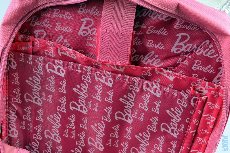 Stříbrná silueta - perfektní dívčí batoh s klopnou a motivem panenky Barbie  zdobený flitry 433aacbdbd